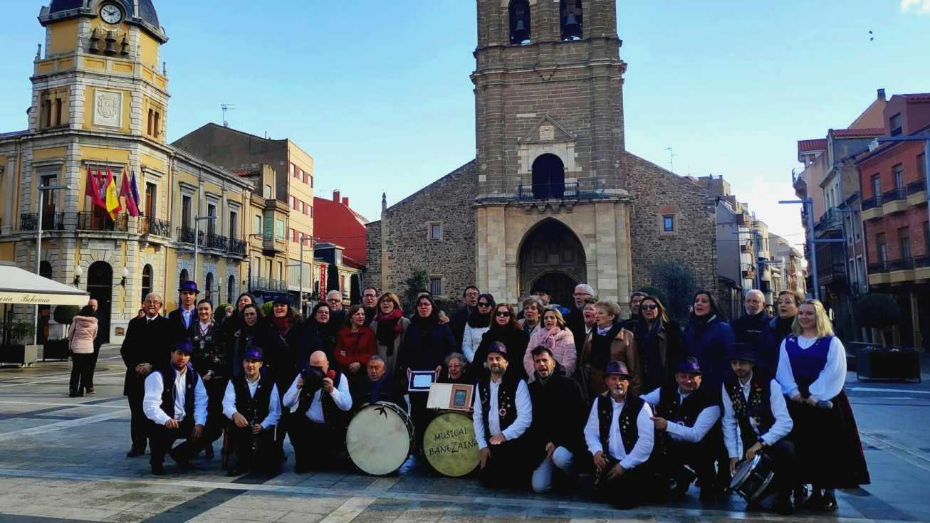Bañezaina honra con honores a La Coral del Milenario del San Salvador bañezana - La bañeza